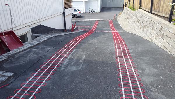 Varmekabler under asfalt
