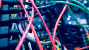 Bilde av ledninger som har flettet seg sammen