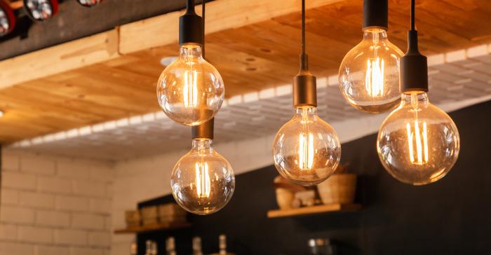 LED-lyspærer som dekorasjon i en restaurant
