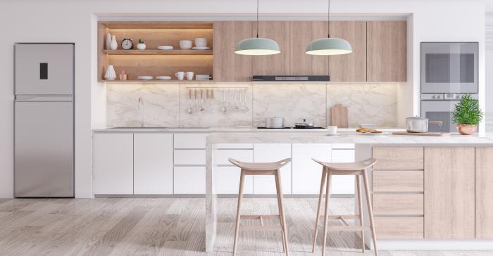 Et elegant og moderne kjøkken i lyse farger